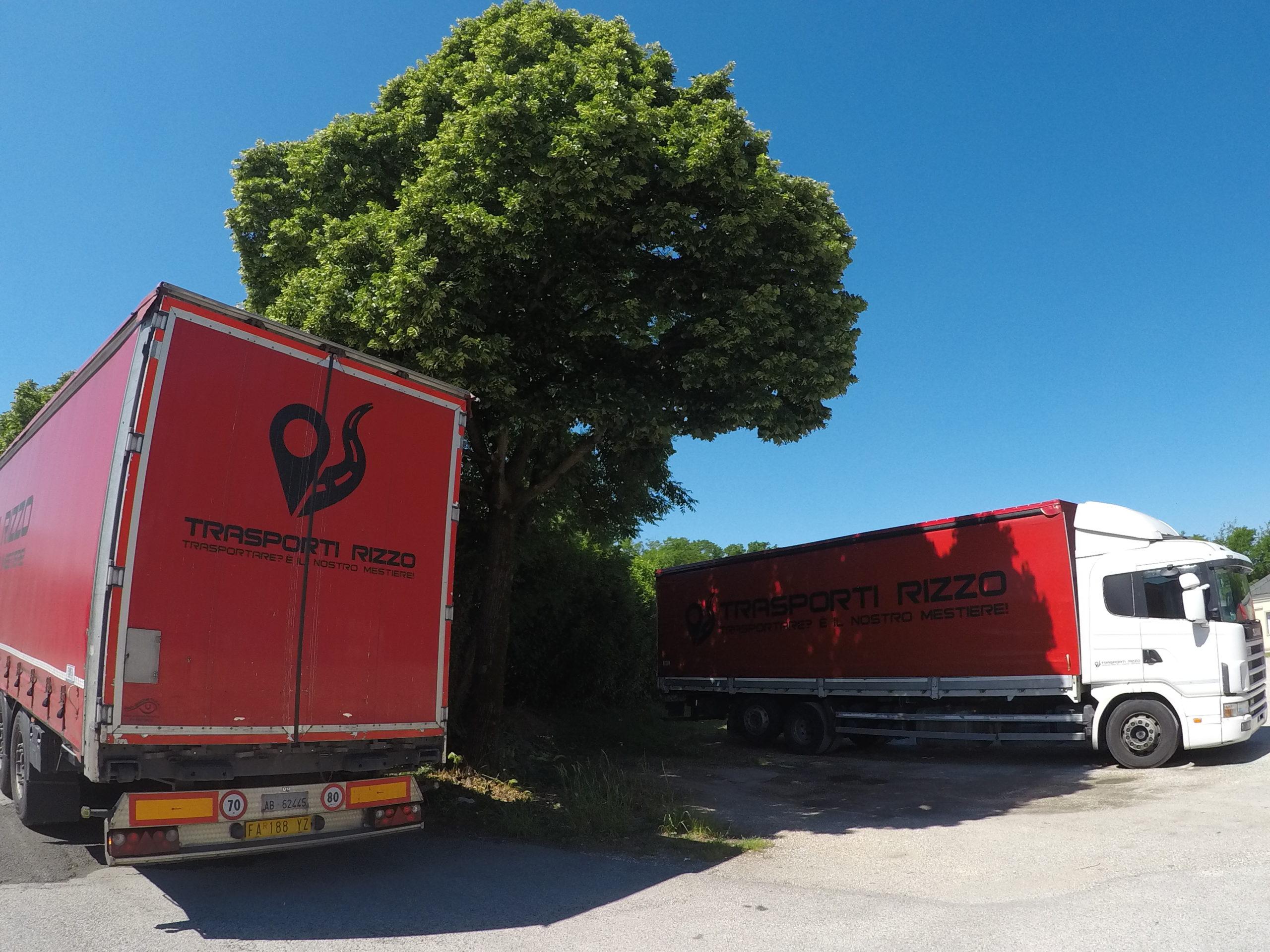 camion Trasporti Rizzo parcheggiati