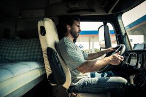 Secondo il regolamento europeo i tempi di guida non devono eccedere le 9 ore giornaliere.
