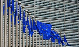 La Commissione Europea per la Mobilità e i Trasporti ha emanato la norma UE 1054/2020 per regolamentare le ore di guida e di riposo nell'autotrasporto di merci e persone.